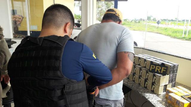 Dois são presos com munição contrabandeada e cocaína