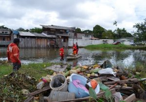 Em 3 meses, mais de mil toneladas de lixo e entulho são retiradas de canais