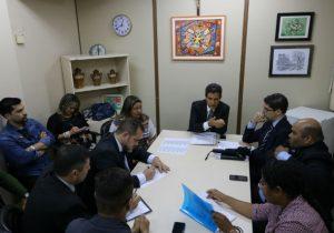 Professores estaduais mantém greve para quarta, 4