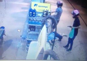 VÍDEOS mostram assaltantes roubando postos de gasolina em Macapá