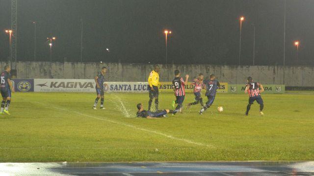 Com apagão e chuva, Ypiranga vence São Paulo e garante vaga na semi-final