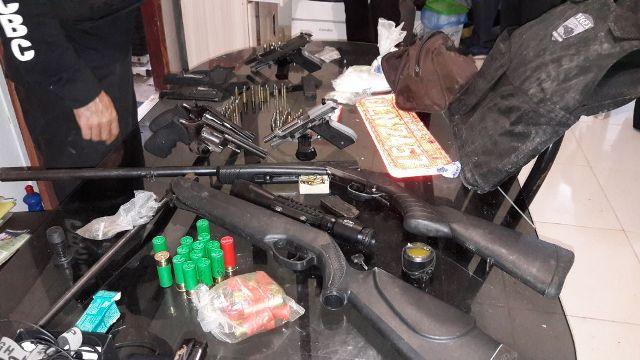 Polícia Civil apreende arsenal usado em homicídios