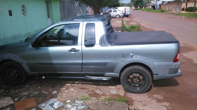 Comerciante procura carro roubado durante assalto
