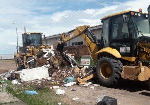Onze toneladas de lixo são retiradas de espaço público
