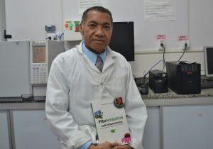 Pesquisador lança livro sobre medicamentos à base de plantas