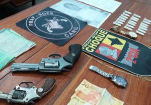 Foragido, ex-detento e menor são presos com armas e drogas
