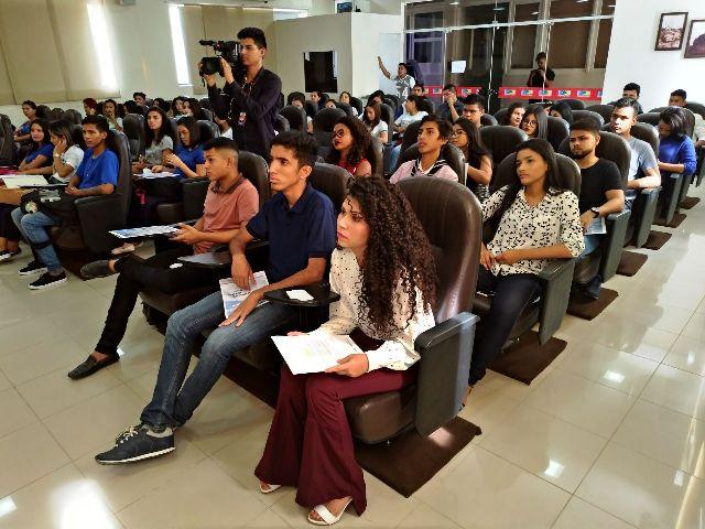 Estudantes debatem protagonismo juvenil no AP