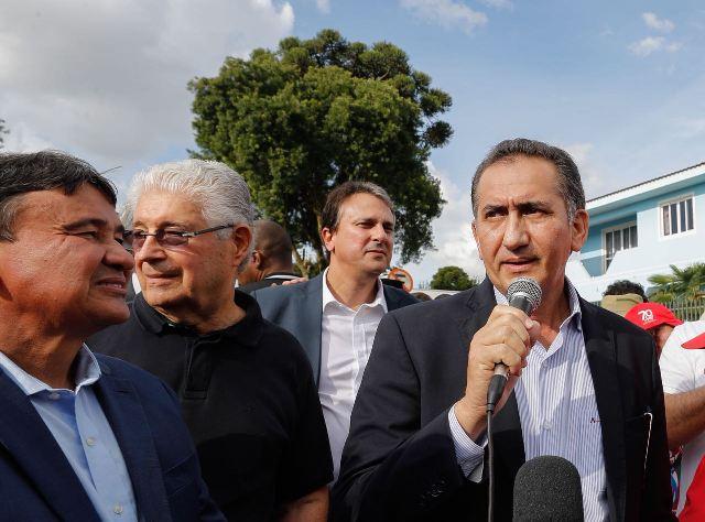 Waldez participa da entrega de carta em defesa de Lula