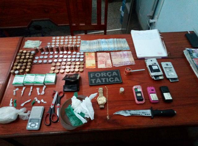 Movimentação de pessoas leva polícia à casa de suspeito de tráfico