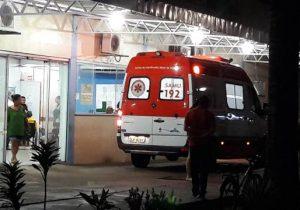 Motoqueiro atropela policiais ao tentar furar bloqueio na Duca Serra