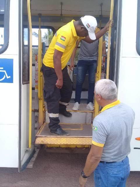 Ônibus sem licença e com plataformas quebradas são apreendidos