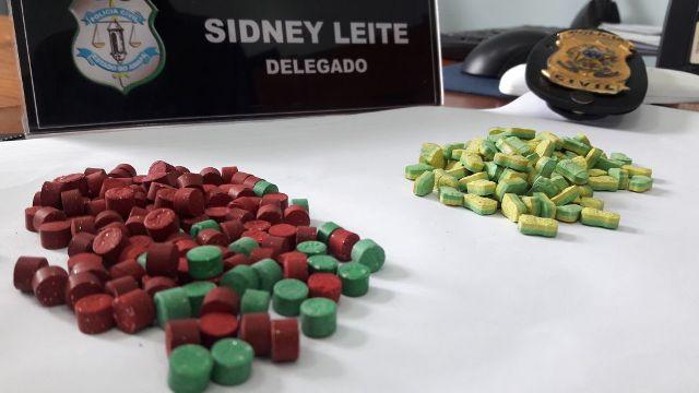 Dupla é presa com mais de 200 comprimidos de ecstasy