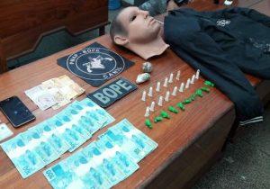 Bope apreende drogas, dinheiro e máscara humana
