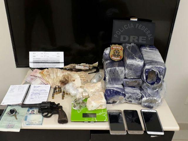 """PF prende grupo com 10kg de drogas e dinheiro para pagar """"mulas"""""""