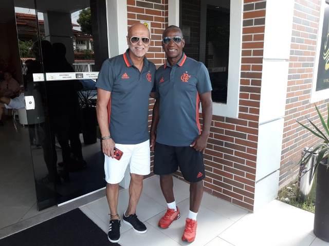 Ex-jogadores do Flamengo fazem partida de futebol solidária no AP