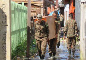 Exército envia 40 homens para ajudar moradores de Laranjal do Jari