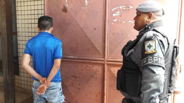 Adolescente é flagrado furtando camisas esportivas que somam R$ 600