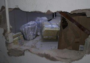 Bandidos invadem agência, quebram parede e furtam armas e munição
