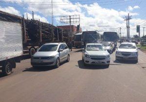 BPRE reforça policiamento em bloqueio de caminhoneiros