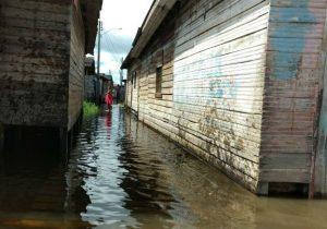 Vítimas de enchente em Laranjal do Jari recebem ajuda