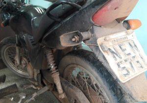 Homem é preso com moto roubada e placa clonada