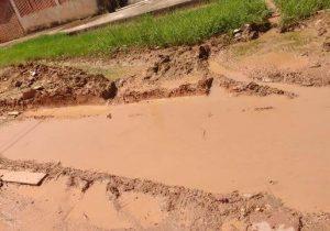 """""""É só lama e buraco"""", reclama morador sobre rua no Buritizal"""
