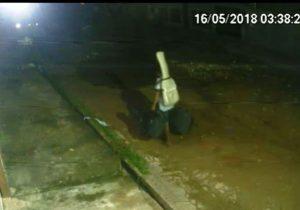 VÍDEO mostra invasão de bandidos à casa de cantor amapaense