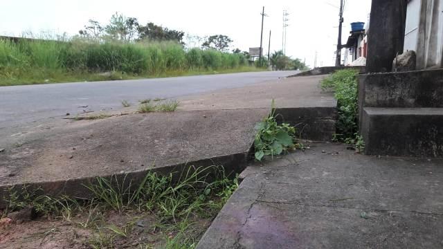 Motociclista morre após tentar desviar de carro na contramão