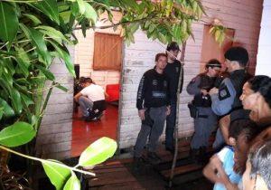 Atirador invade casa e mata adolescente que jogava vídeo game