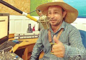Em Oiapoque, radialista faz sucesso com personagem ribeirinho
