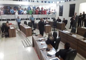 Vereadores rejeitam projeto que autorizava transporte por aplicativos