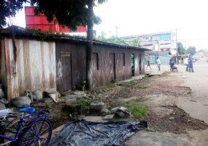 Quase 30 toneladas de lixo são retiradas de rua obstruída