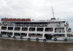 """""""Ratos d'água"""" invadem navio de passageiros"""