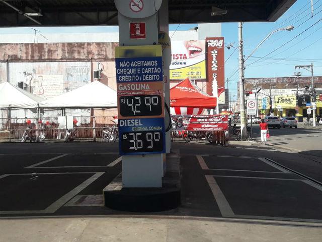 Procon fiscaliza postos para garantir redução no preço do diesel