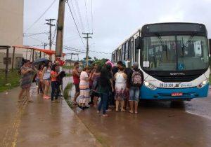 Buracos em ruas impedem conclusão de itinerário de ônibus no Macapaba