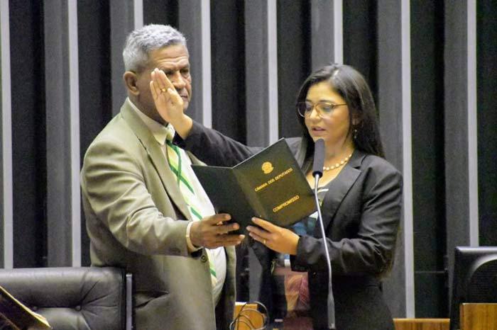 Ministro nega liminar e mantém Euricélia como deputada