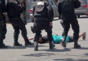 Após 7h de negociação, bandidos liberam reféns e se entregam