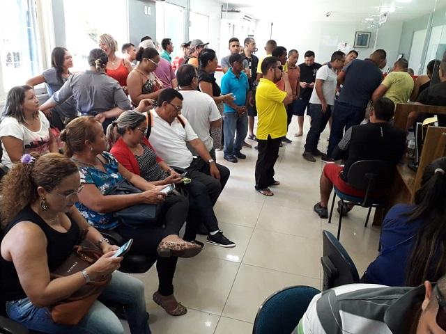 Vigilantes protestam por dívida trabalhista de R$ 6,3 milhões