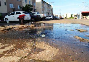 Moradores do Macapaba sofrem com vazamentos de esgotos