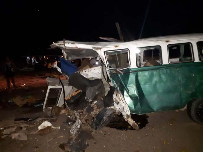 Colisão deixa 1 morto e 5 feridos