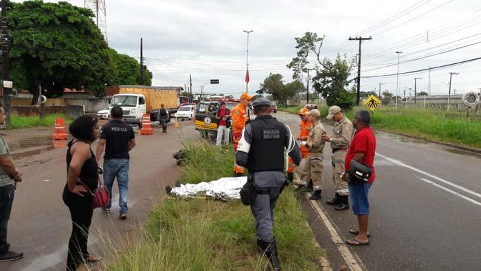 Atropelamento mata mulher e condutor fica gravemente ferido