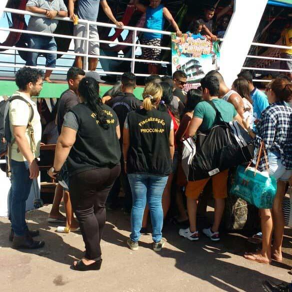 Festival do Camarão: com barco superlotado, empresa é autuada