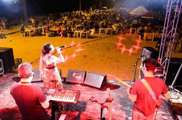 Mauro Cota e Patrícia Bastos sobem ao palco do Estação Lunar