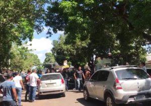 Vigilantes voltam a protestar contra calote de empresa