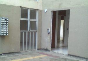 Bandidos depredam e usam apartamentos abandonados. Veja Vídeo