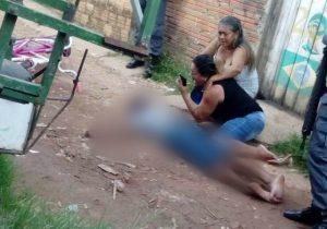Vídeo mostra desespero de mãe após execução de filho de 15 anos