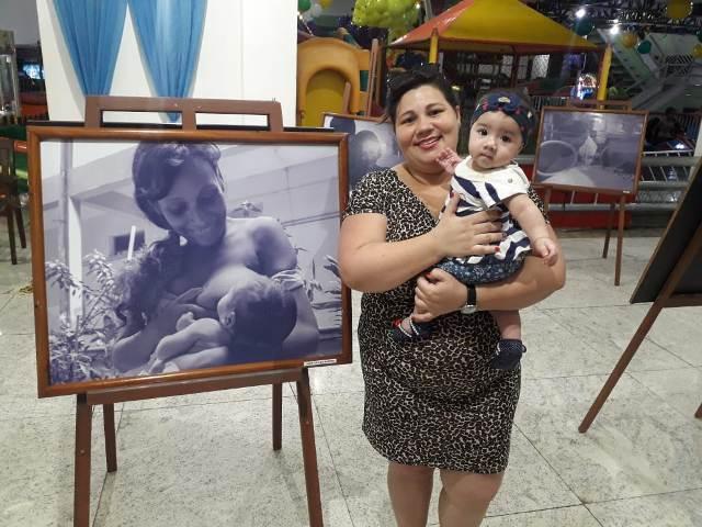 """""""Viramos mães e pessoas melhores"""", diz doadora de leite em exposição"""