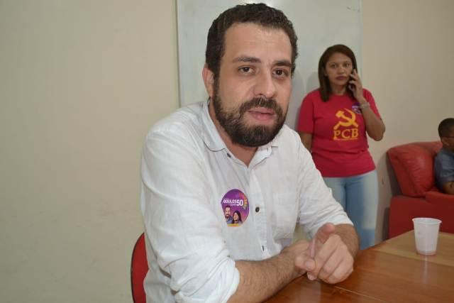 No Amapá, Boulos fala que liberação do porte de armas é explorar o medo das pessoas
