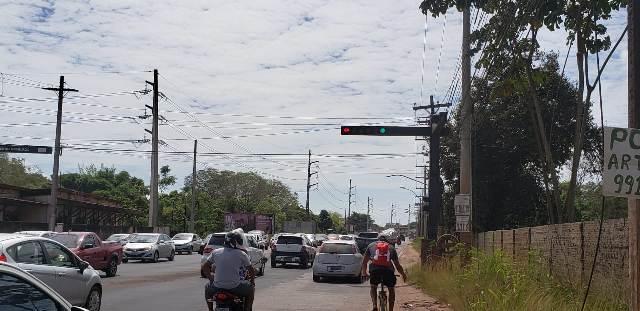 Após acidentes, prefeitura assume semáforo na Duca Serra