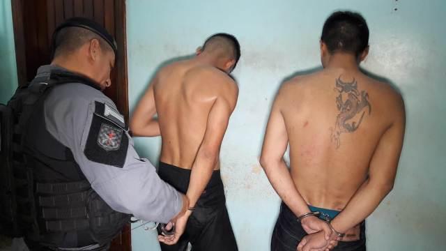 Irmãos roubam moto, fazem arrastão e acabam presos